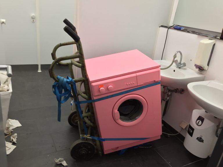 rosa nomadisierende Waschmaschine